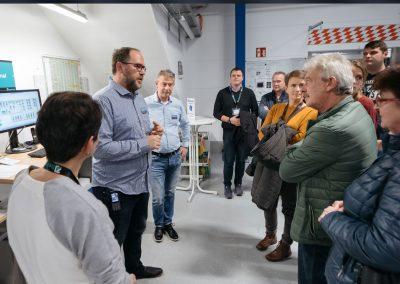 Besucher bei einer Unternehmensführung bei der Industrie inTouch Thüringer Wald 2018