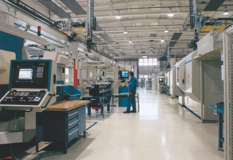 Einblick in die Produktionshalle der Gelenkwellenwerk Stadtilm GmbH