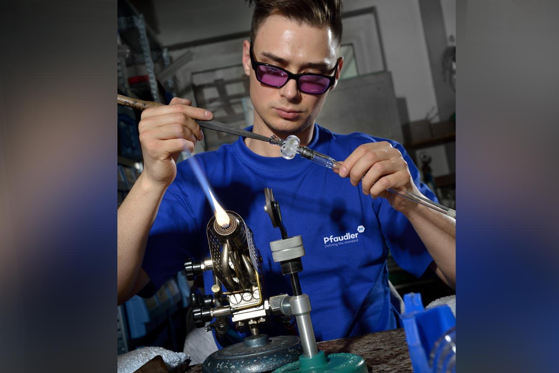 Mirabeiter von Pfaudler Normag bei der Glasherstellung