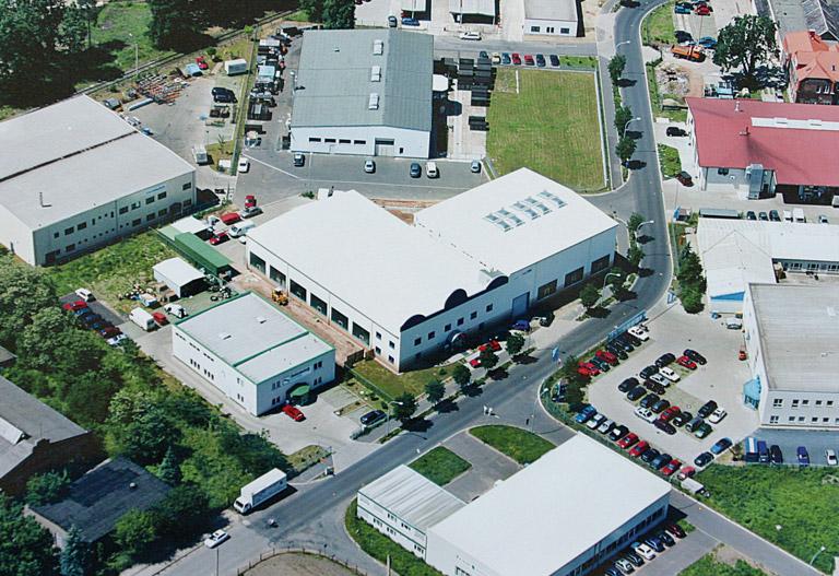 Das Firmengebäude der Tillmann Verpackungen Schmalkalden GmbH aus der Luft