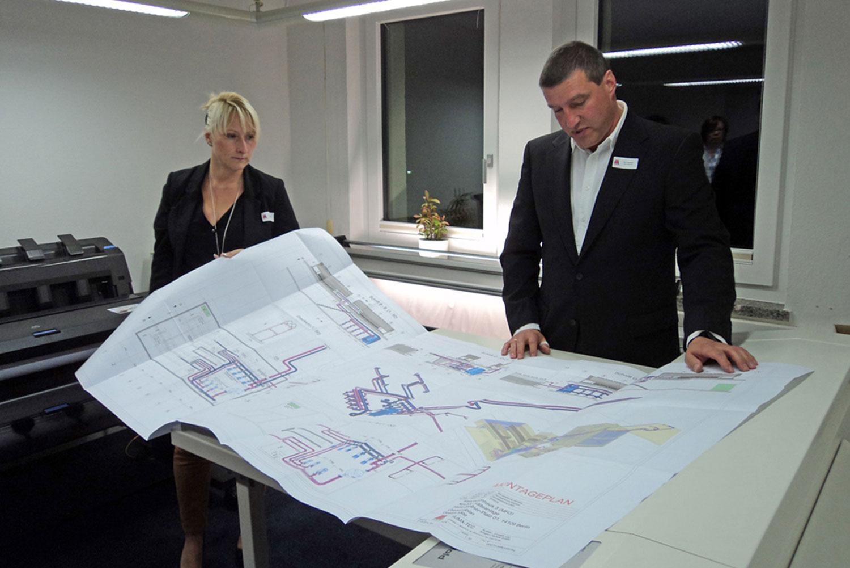 Besprechung einer Planungsarbeit bei der AUMA-TEC Ausbau-, Umwelt- u. Anlagen-Technik GmbH in Suhl